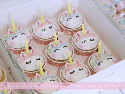 Bánh cupcake unicorn tông hồng và xanh dễ thương